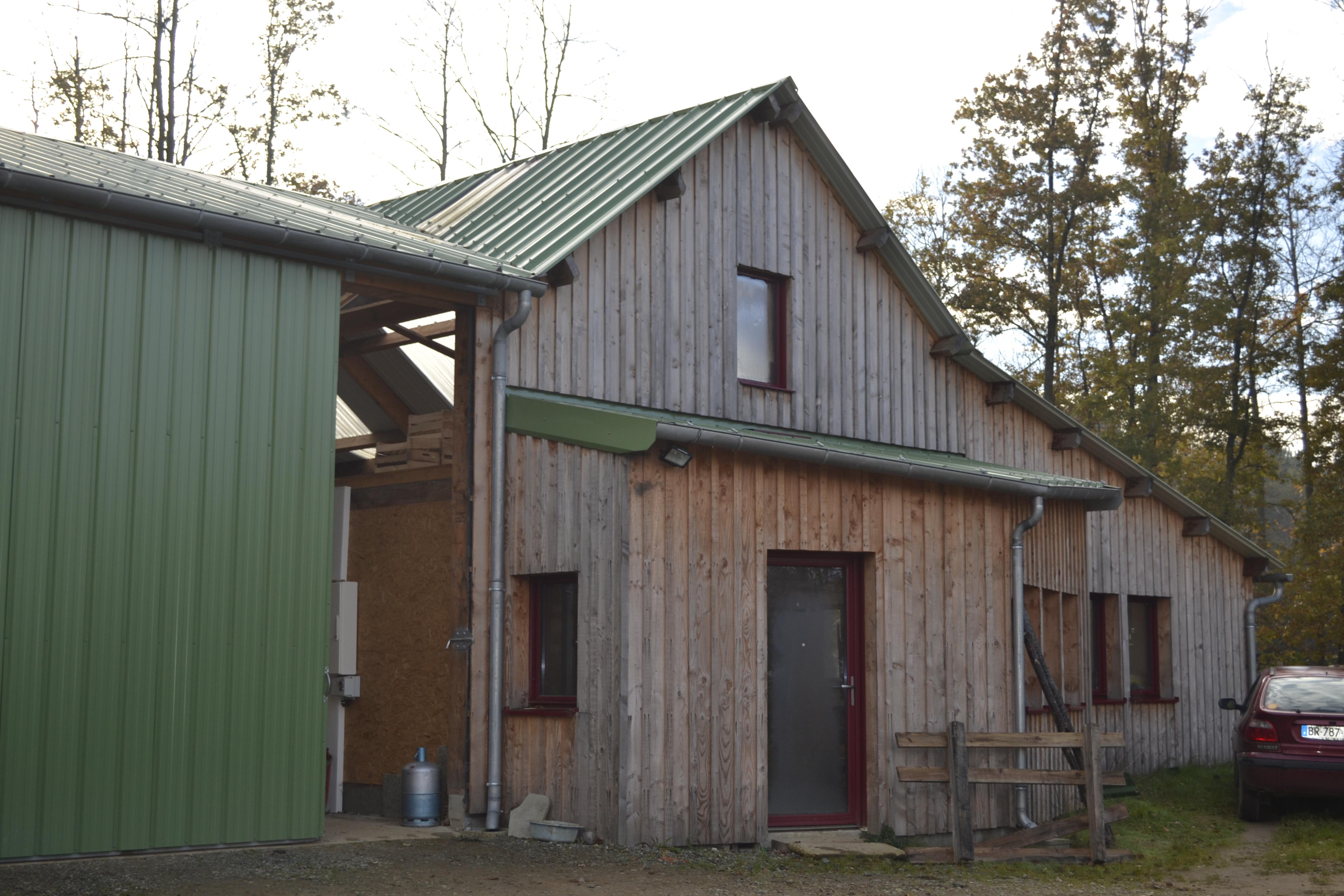 Les eco logis bois sarthe lombron construction for Architecte batiment agricole